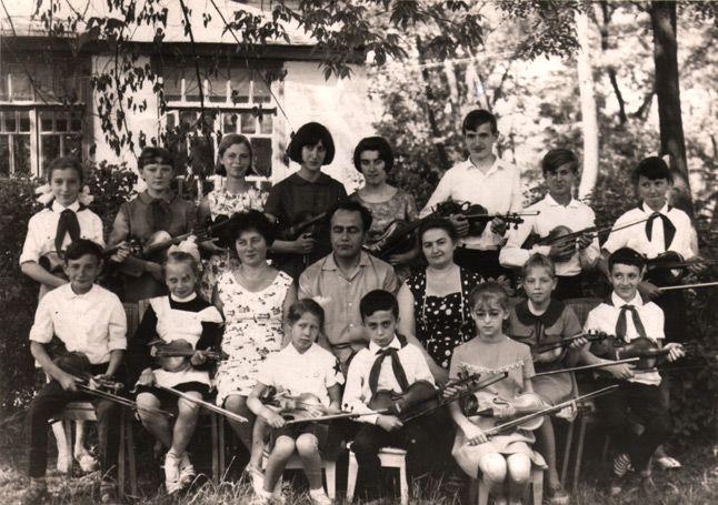 ДМШ_6-Весна-1968-скрипачи